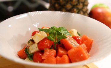 Keçi Peynirli Karpuzlu Meyve Salatası Tarifi