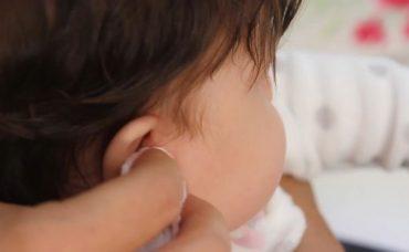 Bebeklerde Kulak Temizliği