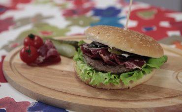 Uzman Kasap Hamburger Köftesi ile Pastırmalı Burger Tarifi