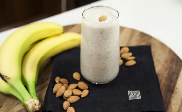 Laktozsuz Süt ile Muzlu Bademli Shake Tarifi