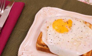 Füme Etli Yumurtalı Tost Tarifi