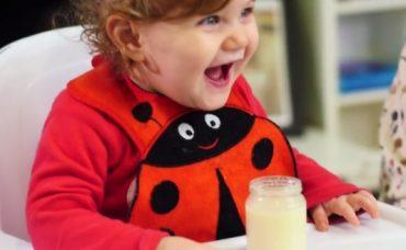 Bebek Önderliğinde Beslenme: Sıvı Gıda Nasıl Verilmeli?