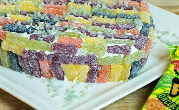 Jelibon Sour Patch Kids ile Sevgililer Günü Pastası