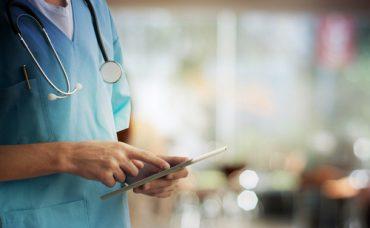 Kalp Krizi Geçiren Hastaya Yapılması Gereken İlk Müdahale Nedir?