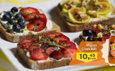 Meyveli Yoğurtlu Ekmek Üstü Tarifi