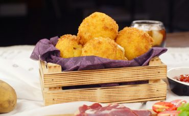 Peynir Dolgulu Patates Topları Tarifi