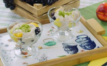 Yoğurt Soslu Meyve Salatası