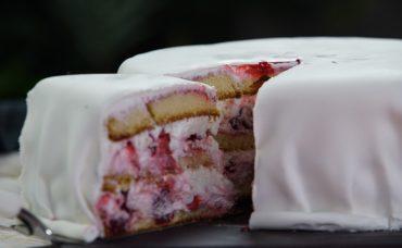 Vişneli Yılbaşı Pastası