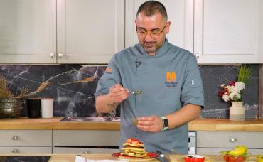 Umut Şef'ten Muzlu Çilekli Pancake Tarifi