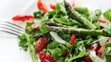 Kuşkonmazlı Detoks Salata